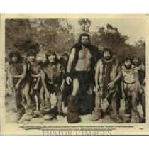 "1981 Press Photo Oakland Raiders Football Player John Matuszak & ""Caveman"" Cast"