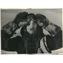 1942 Press Photo Swedish Air Corps cadet wears a mask of chamois for protection