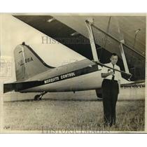 1967 Press Photo Mosquito Control director George Carmichael checks spray plane