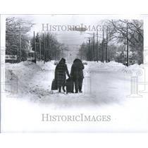 1978 Press Photo East Detroit Two Women Walking Frazo - RRU85333