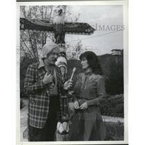 1981 Press Photo Loretta Lynn Howard Hesseman Lady TV - RRV13681