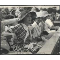 1932 Press Photo Mrs Charles Lindsay III blue brown gingham frock polo games