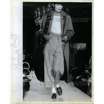 1984 Press Photo Fashion bathrobe sapphire Betty Harson - RRX35807
