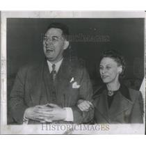 1950 Press Photo Nobel Prize Prize Winner Hench Arrives New York With Wife