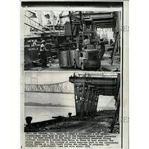 1971 Press Photo Strikes Sailor Pier 5 New Orleans - RRW94723