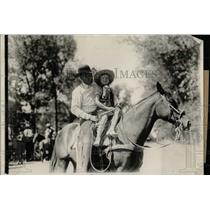 1937 Press Photo Rodeo Cowboy Bob Crosby With Child - RRW78241