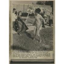 1971 Press Photo Strike National Jo Jacob Dressed - RRU70053