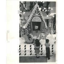 1918 Press Photo Ford City Mall Cheerful Holiday Young - RRU70599