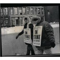 1971 Press Photo striking teachers picket line Kenwood - RRU97775