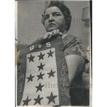 1965 Press Photo Mrs. Frances Diatte Service Flag 11 Sons Served Overseas.