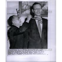 1958 Press Photo Robert Lapham leader Gen Carlos Romulo - RRX37279