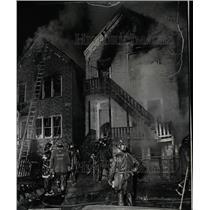 1973 Press Photo Fireman battle Komensky early - RRW23523