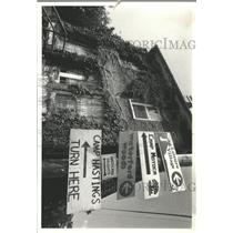 1978 Press Photo Country store Millburn shuttered Sign - RRX96265