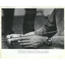 1984 Press Photo Fencing instructor Greme Jennings Help - RRV66351