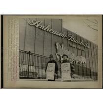 1976 Press Photo St. Louis Anheuser-Busch Strike - RRW64939