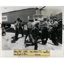 1973 Press Photo Chrysler Mack pickets stop try truck - RRW87729