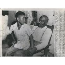 1955 Press Photo Mose & Simeon Wright Talking In Family House - RSC46257
