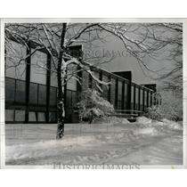 1900 Press Photo Winter Scene Crown Hall Illinois Tech - RRW65749