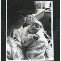 1977 Press Photo Resurrection Hospital Patient Baby - RRU14787
