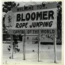 1980 Press Photo Bloomer Sign Rope Jumping Capital - RRW73293