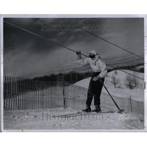 1947 Press Photo Skier gripping rope at Otsego Ski Club - RRU89597
