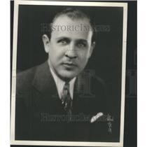 1933 Press Photo Lewis Allen Weiss Manager WJR Radio - RRU05159