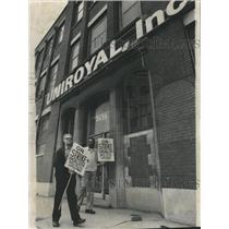 1976 Press Photo Strike Union Rubber Workers Uniroyal - RRW37267