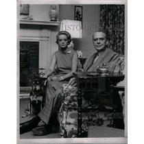 1966 Press Photo Wife Clifford dog Bosley home Lawyer - RRX28279
