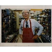 1993 Press Photo Walter Leahy Old man Working Shop - RRX25117