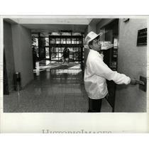 1989 Press Photo Michael Sayed Radisson Hotel Napolizza - RRW92997