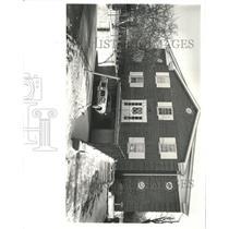 1980 Press Photo Parking garage basement people auto - RRX96259