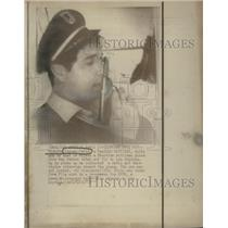 1972 Press Photo Highjacker Richardo Chavez-Ortiz, Mexican National, With Gun