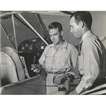 1942 Press Photo Jimmy Johnstone and Earl Neelands Insp- RSA05709