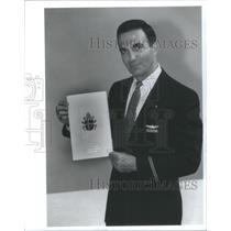 1993 Press Photo Uristian Lilue American Airline Fight attenedent Pope Flight