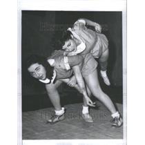 1943 Press Photo Coeds Learn Art Self Defence Jiu Jitsu - RRU11761
