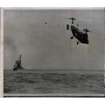 1956 Press Photo Navy HSL-1 Helicopter Tows Derrick - RRX68531