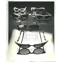 1979 Press Photo Pair Good Sunglasses Rhinestone Oak - RRU81401
