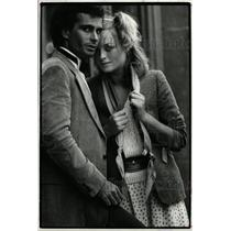 1982 Press Photo Male Female Models Posing Street Shot - RRW18831