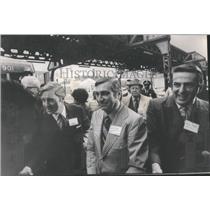 1971 Press Photo Tour Wood lawn Wednesday Senator Charles Percy Floyd Hyde