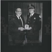 1973 Press Photo Police Sptdent Conlisk Presents Police Medal Sgt.William Lavin