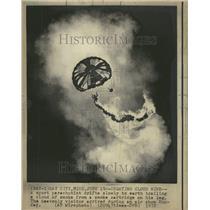 1972 Press Photo Sport Parachutist/Smoke/Air Show - RRV64587