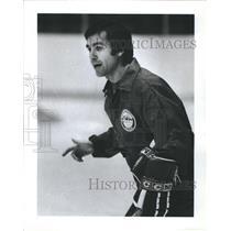 1982 Press Photo Calgary Flames Head Coach Val Bel Monte NHL Ice Hockey UIC