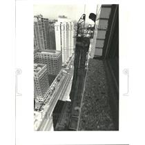 1977 Press Photo George Watkins broken scaffold drop - RRV68147