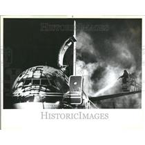1983 Press Photo De-Icing Plane At O'Hare Airport - RRV43695