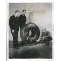 1943 Press Photo New Airplane Tire Wings Sidewall - RRU80487