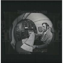 1975 Press Photo Midway Airport Landing Equipment - RRV43497