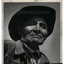 1951 Press Photo Henry Zaya Apache Indian Cattleman - RRX70877