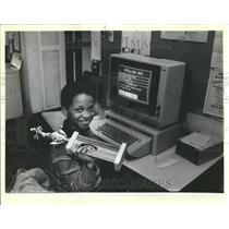 1985 Press Photo Timmy Esho trophy sherman park library - RRV41563