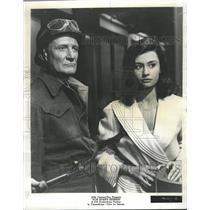 "1965 Press Photo Trevor Howard and Raffaella Carra ""Von - RRW45447"