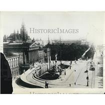 1927 Press Photo Vienna Parliament Building Overview Courtyard Austria